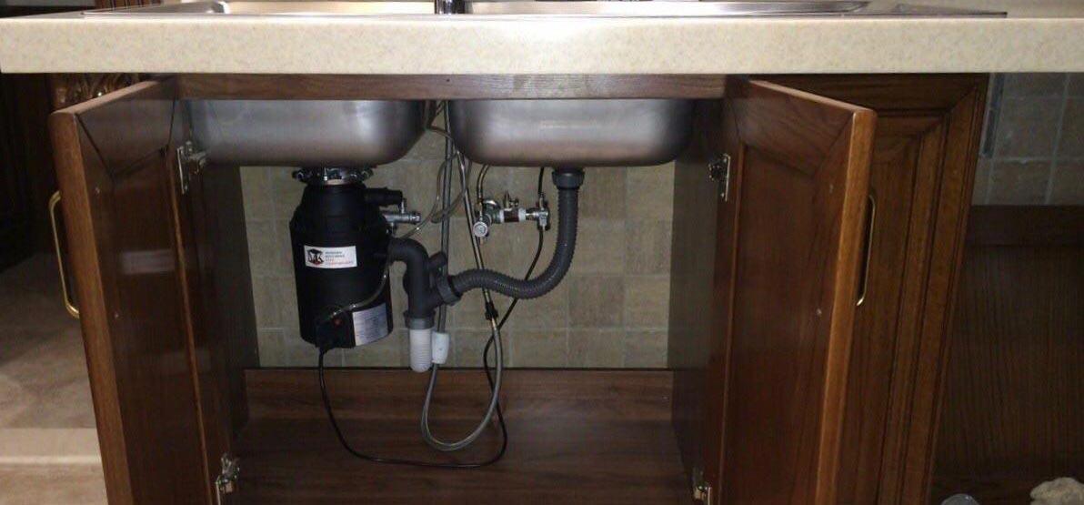 نصب دستگاه زباله خردکن زیر سینک آشپزخانه